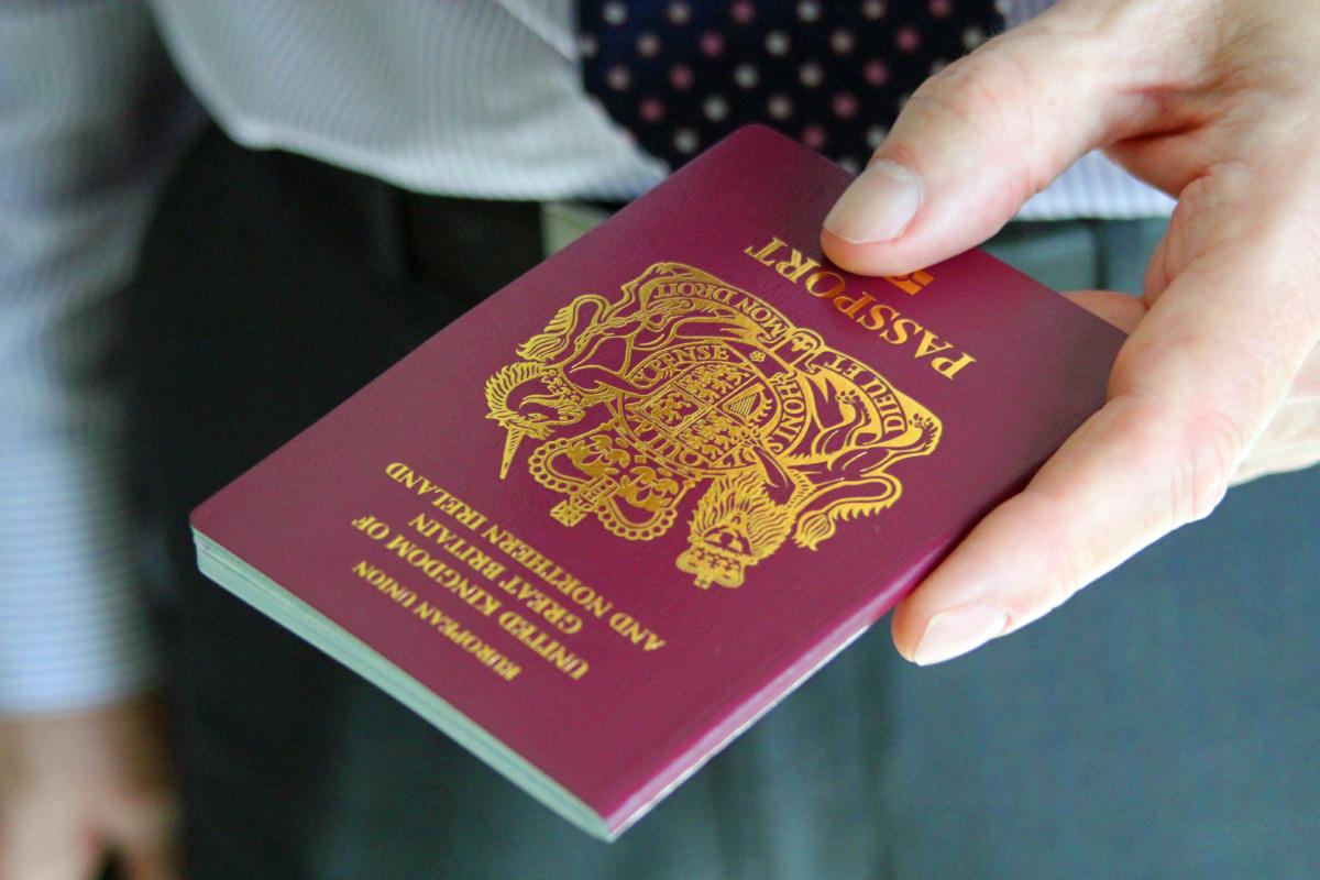 Для чего переводить и заверять паспорт иностранным гражданам?